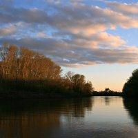 Тихо струится река серебристая в царстве вечернем зелёной весны ... :: Евгений Юрков
