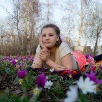 Мечтает на весенней полянке... :: Владимир Деньгуб