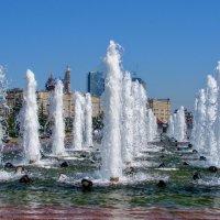 Фонтаны в Парке Победы на Поклонной горе :: Анатолий Колосов