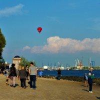 День рождения порта (серия). Фотографы и воздушный шар :: Nina Yudicheva