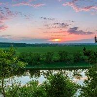 Закат на реке :: Юрий Стародубцев