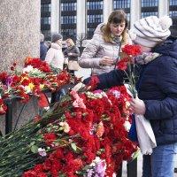 Цветы у монумента :: Aнна Зарубина
