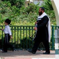 На прогулке ..... :: Aleks Ben Israel