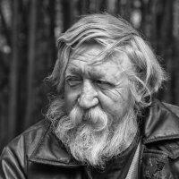 Взгляд с хитрецой (неожиданный портрет) :: Александр Степовой