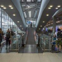 2017. Таиланд. Бангкок. Аэропорт (1) :: Владимир Шибинский