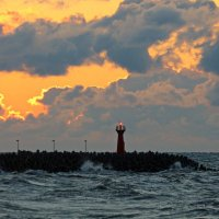 Над морем оранжевый закат. :: Юрий. Шмаков