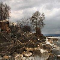 На берегу Байкала в апреле... :: Александр Попов
