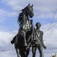 Юноша, ведущий под уздцы коня (1838, скульптор - П.К. Клодт). :: Виктор Орехов
