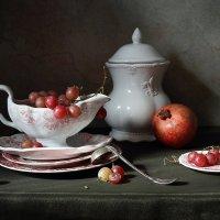 С посудой и фруктами :: Елена Татульян