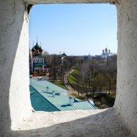 Окно в оборонительной стене. Ярославль. :: Elena Kornienko
