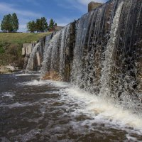 Рукотворный водопад 1 :: Евгений Мельников