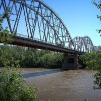 Мост через реку Урал, разделяющий Европу и Азию :: Александр Облещенко