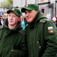 На фоне бессмертного полка :: Анастасия Алёшина