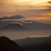Здесь вулканы не спят :: Марина Маркевич