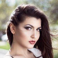 894 :: Лана Лазарева