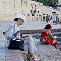 Севастополь. Чтение на набережной Приморского бульвара :: Кай-8 (Ярослав) Забелин