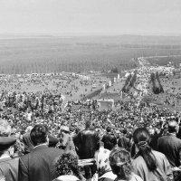 НА КУРГАНЕ САУР-МОГИЛА 9 МАЯ 1995 г. :: Валерий Руденко