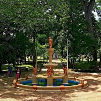 в парке у фонтана :: Александр Корчемный