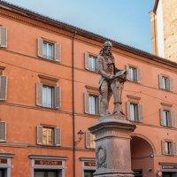Болонья. Памятник Луиджи Гальвани. :: Надежда Лаптева