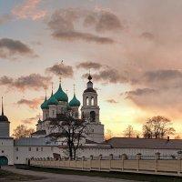 Толгский монастырь, майский закат :: Николай Белавин