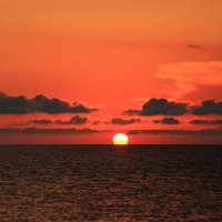 На закате солнца :: valeriy khlopunov