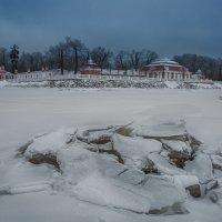 Монплезир и закованное во льдах чудовище :: Владимир Колесников
