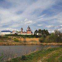 Над озером. Жадовский монастырь.  Ульяновская область :: MILAV V