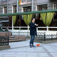 Литературный вечер на Васильевском, или оранжевая шляпа... :: Ирина Румянцева