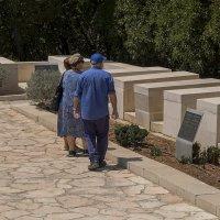 Израильтяне на военном кладбище :: Shmual Hava Retro