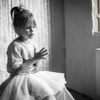 Лиза у окна :: Валентина Батурина
