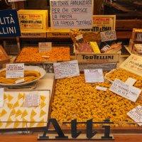 Гастрономические деликатесы Болоньи :: Надежда Лаптева
