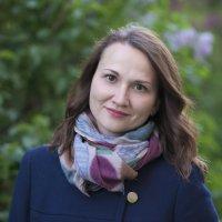 Портрет на фоне сирени :: Михаил Онипенко