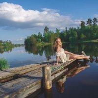 Девушка на озере :: Анна Цыганкова