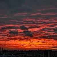 Закат над городом :: Анатолий Колосов