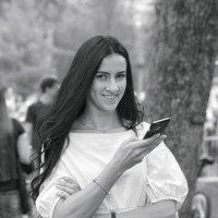 Девушка в парке :: Андрей Майоров