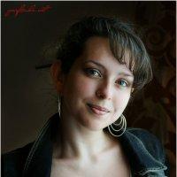 Портрет молодой девушки... :: Сергей Порфирьев