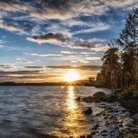 Summer sunset on the lake :: Dmitry Ozersky
