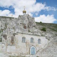 Храм в скале :: Александр Руцкой