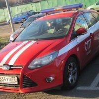 Красная машина с белой полосой :: Дмитрий Никитин