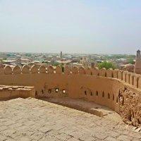 Мощные стены крепости стоят уже не один век. :: Людмила Богданова (Скачко)