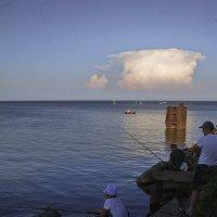 Рыбаки и облако :: M Marikfoto