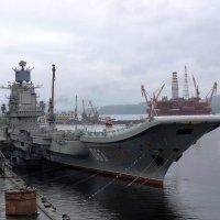 Авианосец Адмирал Кузнецов (соседи) :: Tatiana Belyatskaya
