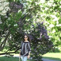 Прогулка по цветущему саду :: Natalia Petrenko