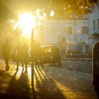 По закатным улочкам :: Владимир Голиков