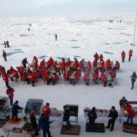 Пикник на Северном Полюсе :: Tatiana Belyatskaya