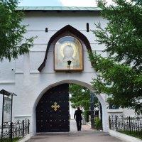 Вход в Новоспасский монастырь. :: Татьяна Помогалова