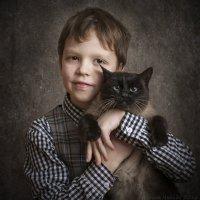 Мальчик с кошкой. :: Ирина Чикида