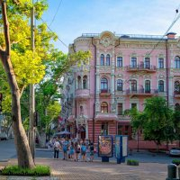 """6 утра на Пушкинской, у гостиницы """"Бристоль"""", - ранние туристы... :: Вахтанг Хантадзе"""