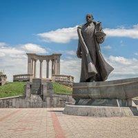 Армения. Ереван. Памятник адмиралу Ивану Исакову :: Борис Гольдберг