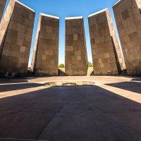 Армения. Ереван. Мемориальный комплекс, посвящённый жертвам Геноцида армян :: Борис Гольдберг